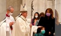 Papa Francisco llama a la fraternidad y unión durante misa del Gallo