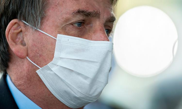 Bolsonaro dice no sentirse presionado para que Brasil inicie la vacunación