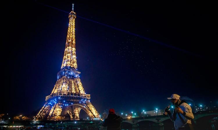 Francia endurece el toque de queda en las zonas más afectadas por el virus