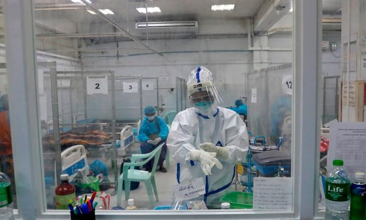 La pandemia empieza el año con una cifra récord de casi 14.000 muertes al día