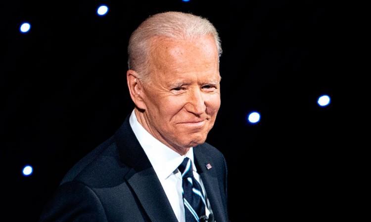 Un juez de EU rechaza un nuevo intento de revocar la victoria de Biden