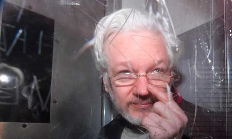 Julian Assange seguirá en prisión mientras se resuelve su litigio con Estados Unidos