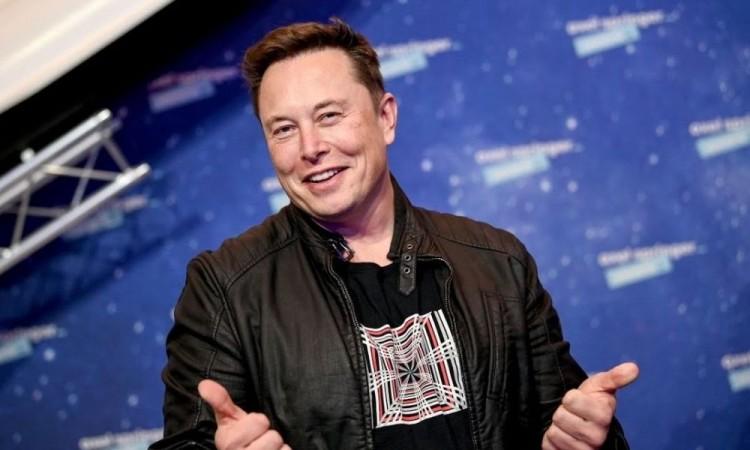 Elon Musk, superó también este jueves al jefe de Amazon, Jeff Bezos, como la persona más rica del mundo.