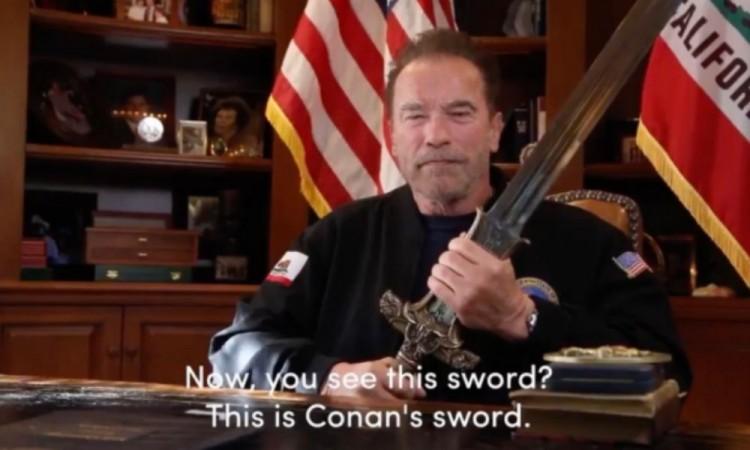 Arnold Schwarzenegger manda un mensaje a Trump empuñando la espada de Conan