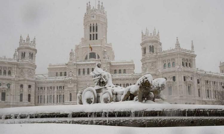 [FOTOS] Así se ayudaron en Madrid con la gran nevada del siglo