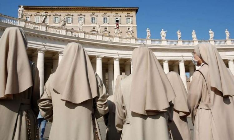 El Papa permite a las mujeres en la Iglesia Católica administrar la comunión
