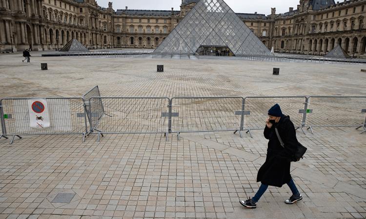 Francia agiliza su lucha contra la pandemia con un toque de queda ampliado