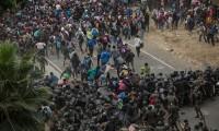 Guatemala detiene y reprende con violencia a caravana migrante hondureña