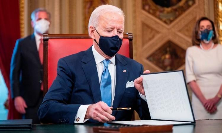 Biden defendió la necesidad de escuchar a los científicos y a los expertos de la OMS.
