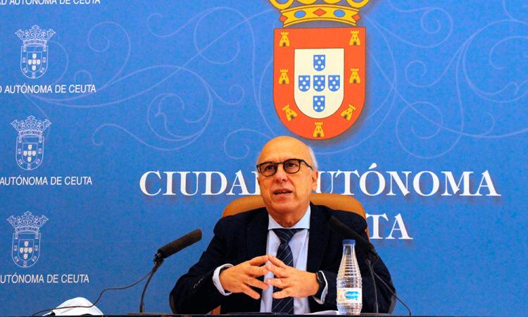 Políticos vacunados contra la covid-19, una polémica que no cesa en España