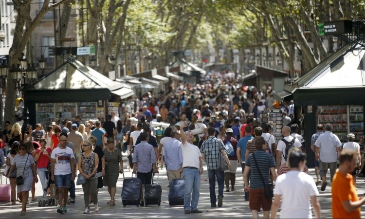 España relaja sus restricciones: Se reducen los contagios de Covid-19 en el país