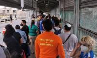 Llegan a EU 27 migrantes de un campamento en Matamoros para solicitar asilo