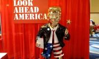¿Un Trump de oro? La estatua del foro de los republicanos desata críticas y reacciones
