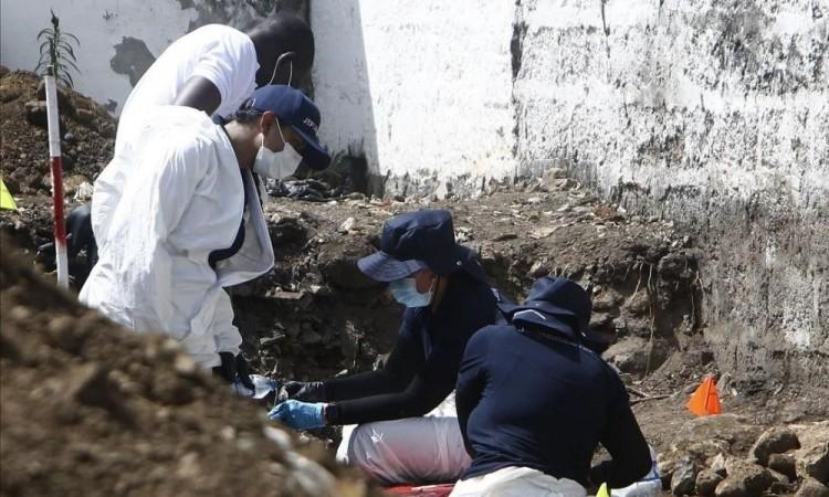 'Por casualidad' encuentran fosa común con restos en Bogotá