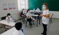 Argentina sigue superando récord diario de contagios y en Buenos Aires insisten en abrir las escuelas el lunes