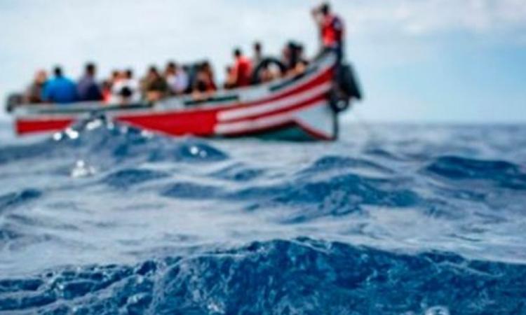 Muertas 20 personas al naufragar un bote precario frente a la costa de Túnez