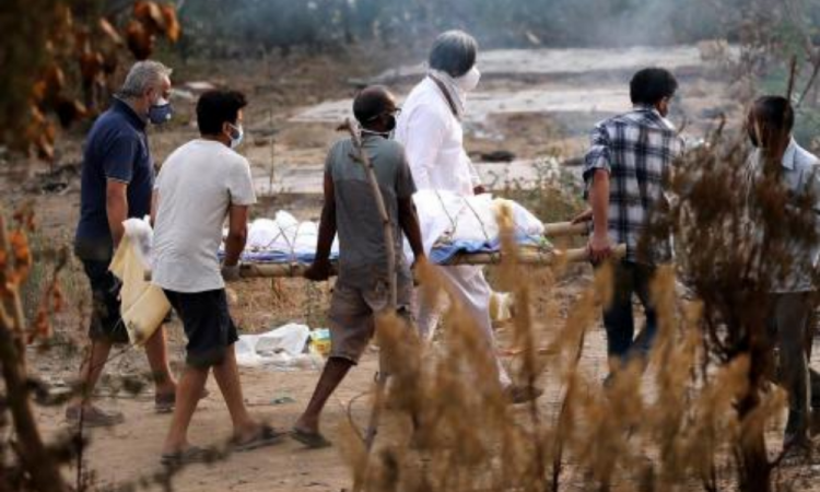 India rompe récord, supera las 4 mil muertes diarias por Covid-19