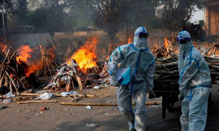 Al no disminuir los contagios y muertes, India se mantiene como el epicentro de la pandemia