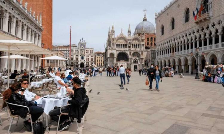 ¡Cuidado! Vuelven a aumentar ligeramente los contagios y fallecidos en Italia