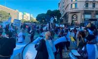 """""""Nos condenan a la inanición"""" En Argentina protestan contra el endurecimiento de restricciones sanitarias"""