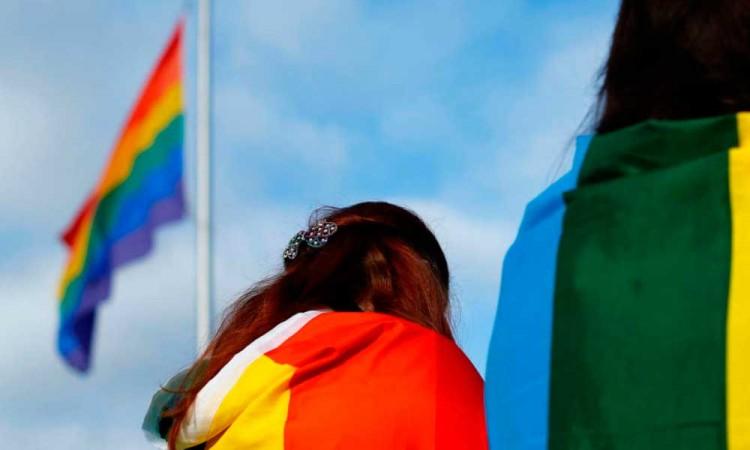 Florida aprueba ley que prohíbe a mujeres trans competir en los equipos escolares femeninos