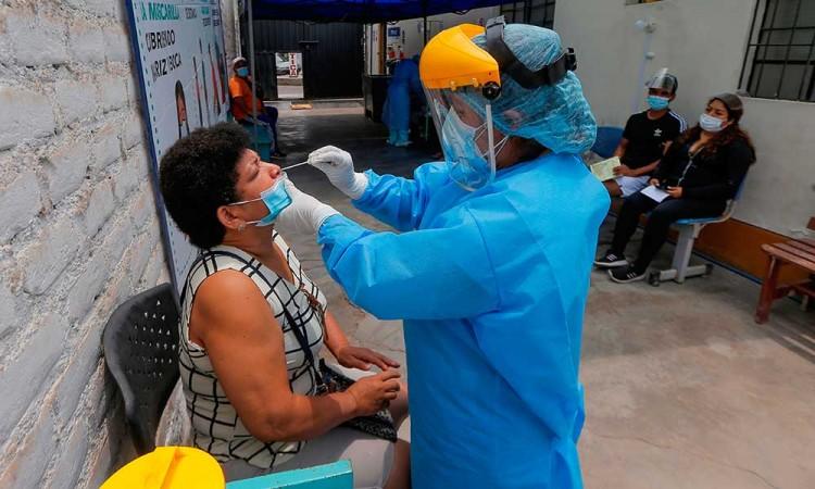 Perú investiga probable caso de la variante india de covid-19