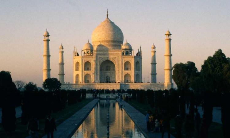 La India reabre el Taj Mahal tras dos meses de cierre por el covid-19