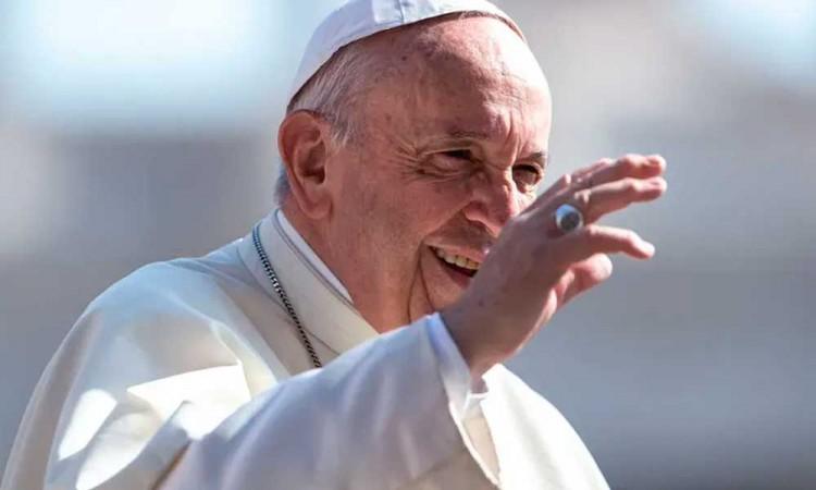 Tras cirugía de colon, el Papa Francisco se encuentra en buenas condiciones