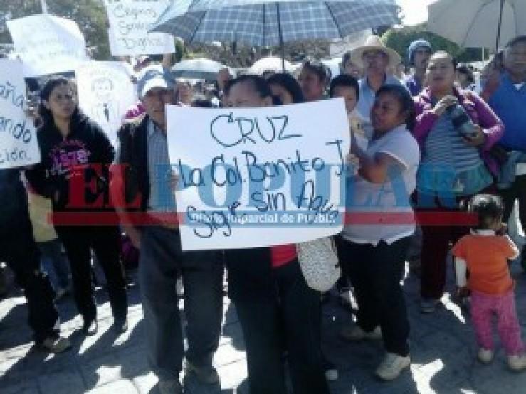 Protestan antorchistas en Amozoc