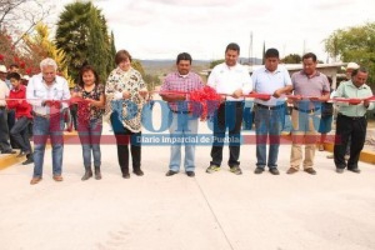 Inauguran obras en Tepexi