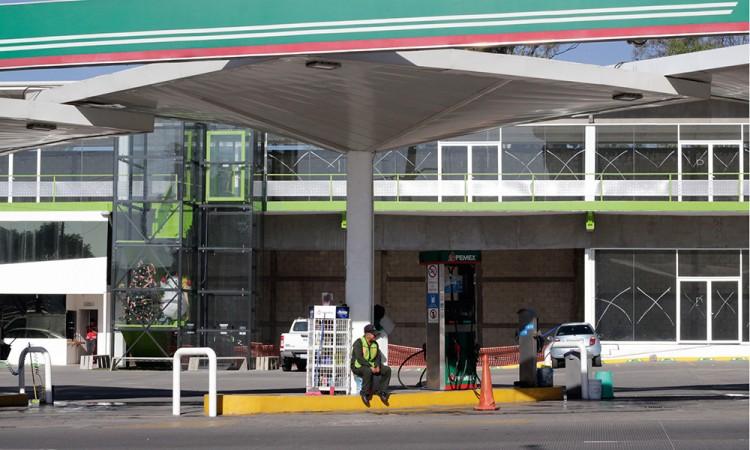 Especulan gasolineras y taxistas aumentan el pasaje