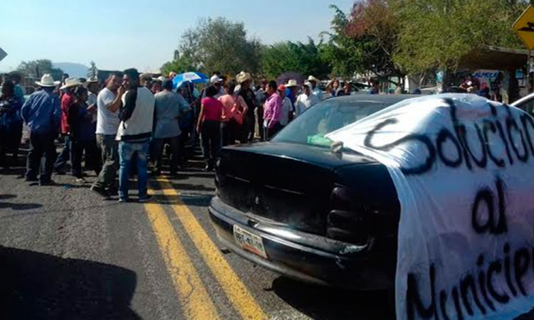 Bloquean carretera por segundo día en Tepexco