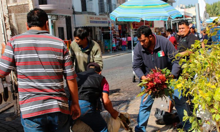 Denuncian ambulantes de Tehuacán corrupción de alineadores