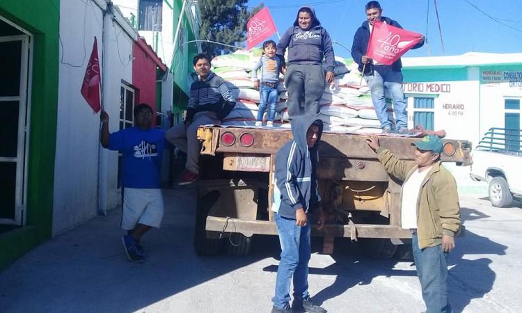 Entrega Antorcha fertilizantes en la Mixteca