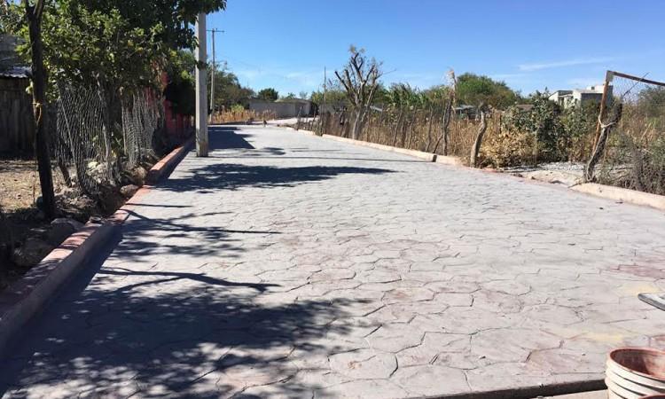 Pavimentan calles en Ahuatempan