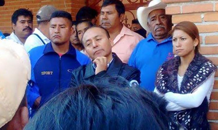 Protestan contra alcalde de Yehualtepec