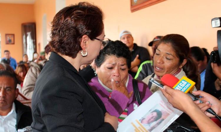 Incumple edil de Tehuacán promesa a madre de desaparecida
