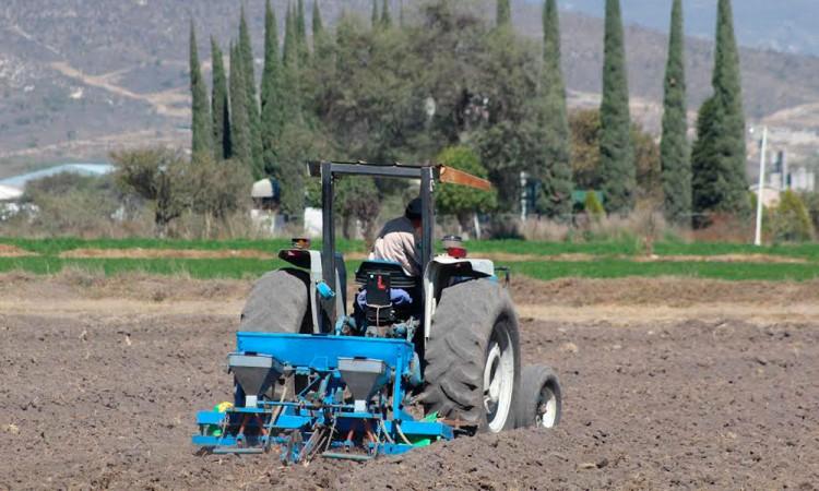 Alistan campesinos marcha de tractores