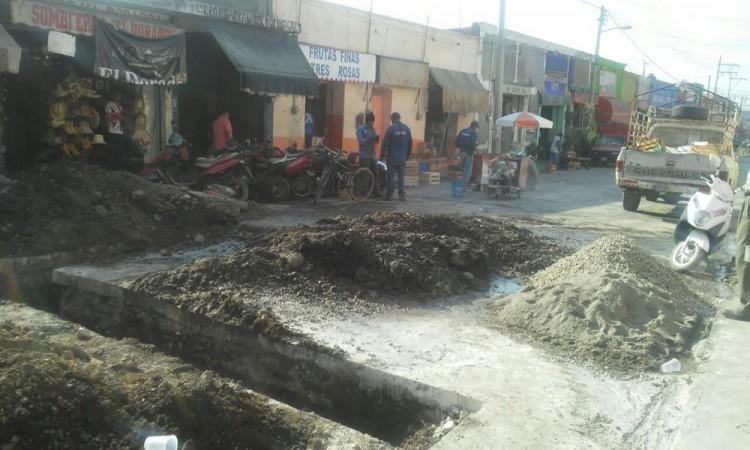 Reparan tuberías añejas en el centro de Izúcar de Matamoros