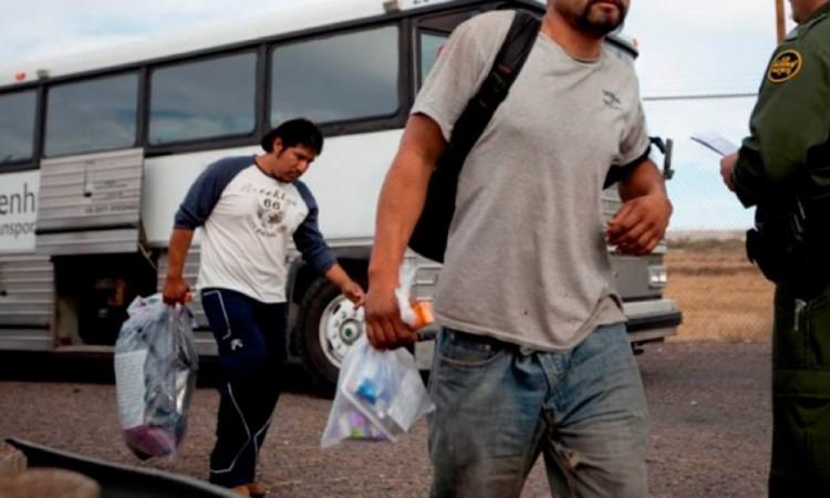 Piden deportados apoyos para conseguir empleo