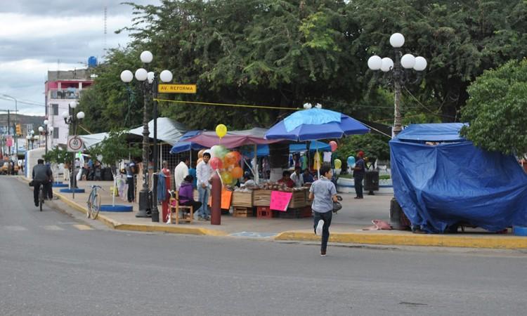 Esperan altas ventas en Acatlán