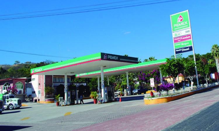 Quiebran en Acatlán gasolineras