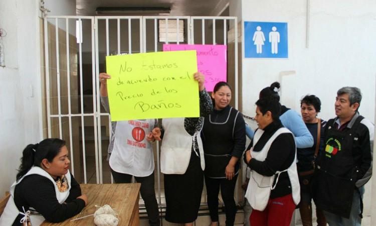 Cierran sanitarios de mercado en Tehuacán