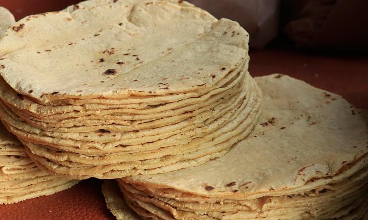 Alcanza 18 pesos el kilo de tortillas en Tepeojuma