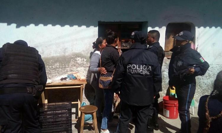 Comerciantes y autoridades desatan trifulca en Tehuacán