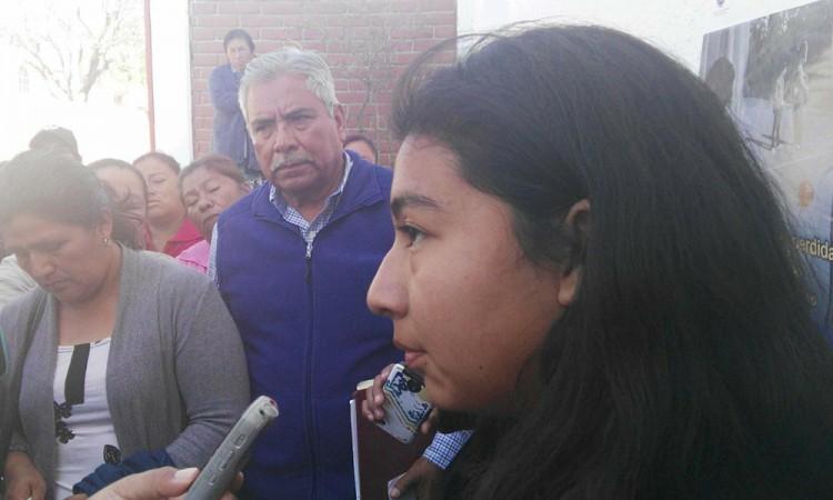 Entregan a hija de ambulante detenida