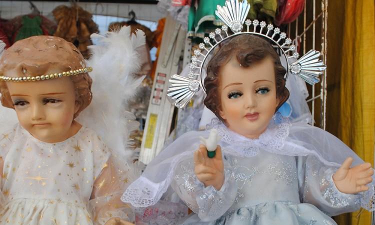 Se desploman ventas de vestimentas para figuras del niño Dios en Acatlán