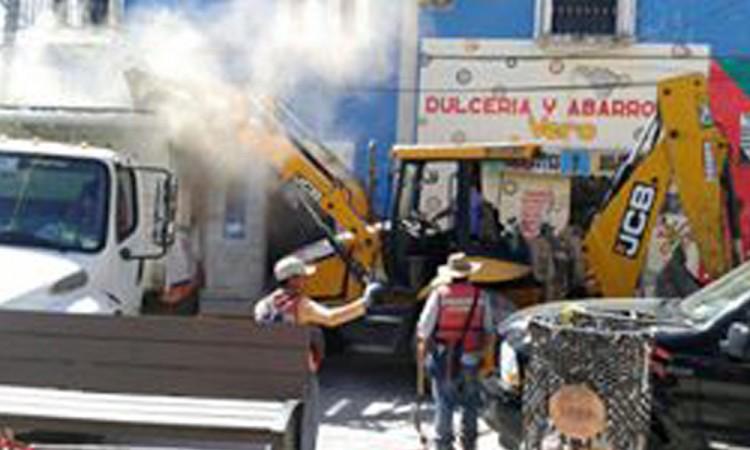 Sacan escombros de casas dañadas en sismo