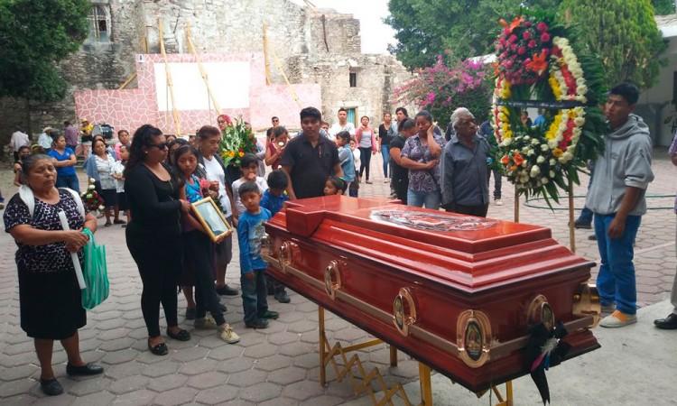 Dan último adiós a joven asesinada en Tehuitzingo