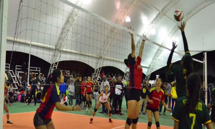 Selección femenil triunfa en voleibol